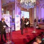 """Gérard Verlyck, président de Media Corner, annonce le lauréat de la catégorie """"Aménagement urbain""""."""